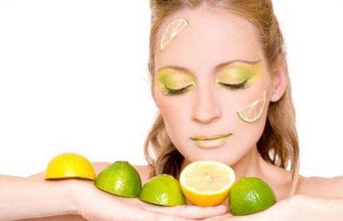 Cara Menghilangkan Flek Hitam Di Wajah Yang Membandel dengan memakai buah Lemon