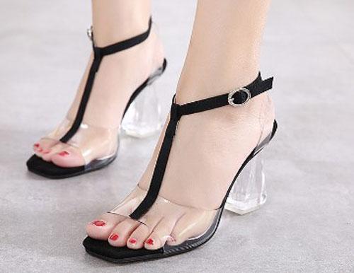Model Sandal Tipe T-strap