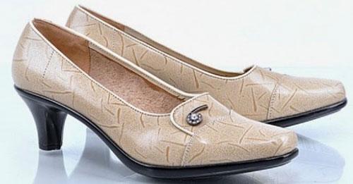 Model Sepatu Kerja Wanita Terbaru Garis