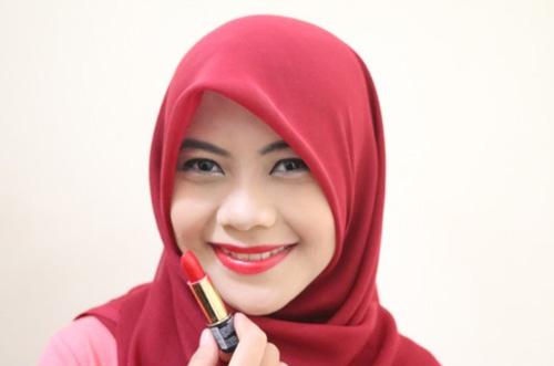 Warna Lipstik Untuk Bibir Tebal merah