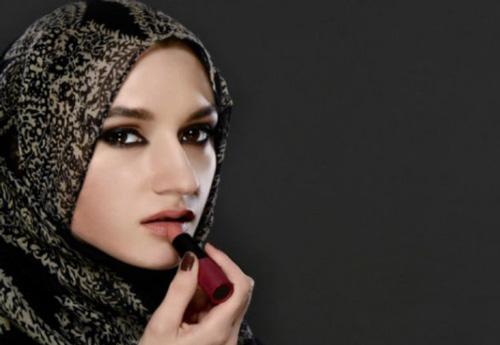 Warna Lipstik Untuk Bibir Tebal