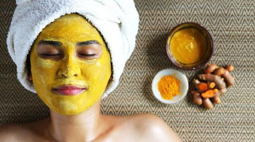 cara memutihkan wajah dengan masker bahan alami