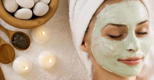 cara memutihkan wajah dengan masker kombinasi