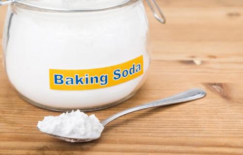 cara mengurangi keringat berlebih baking soda