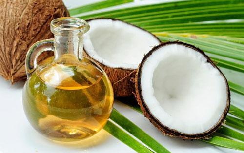 cara mengurangi keringat berlebih minyak kelapa