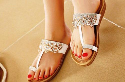 Model Sandal Wanita Terbaru Modis