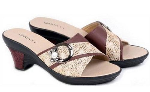 Model sandal Pesta Modern