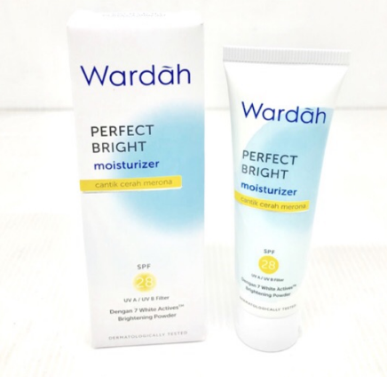 12. Wardah Perfect Bright Lightening Moisturizer