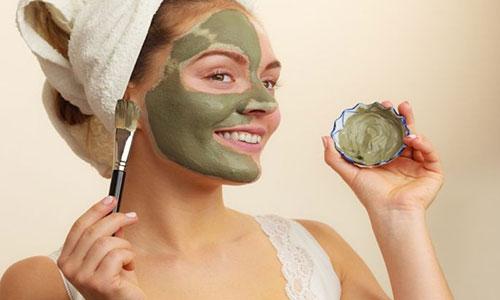 3. Aplikasikan Masker Menggunakan Kuas Khusus
