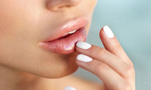 Manfaat Menggunakan Masker Bibir